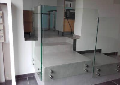 Apercu garde-corps en verre avec fixation par point