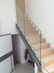 fixation garde corps en verre pour escalier
