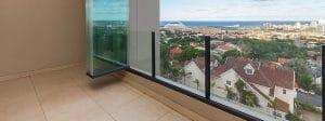 travaux garde-corps en verre sur terrasse