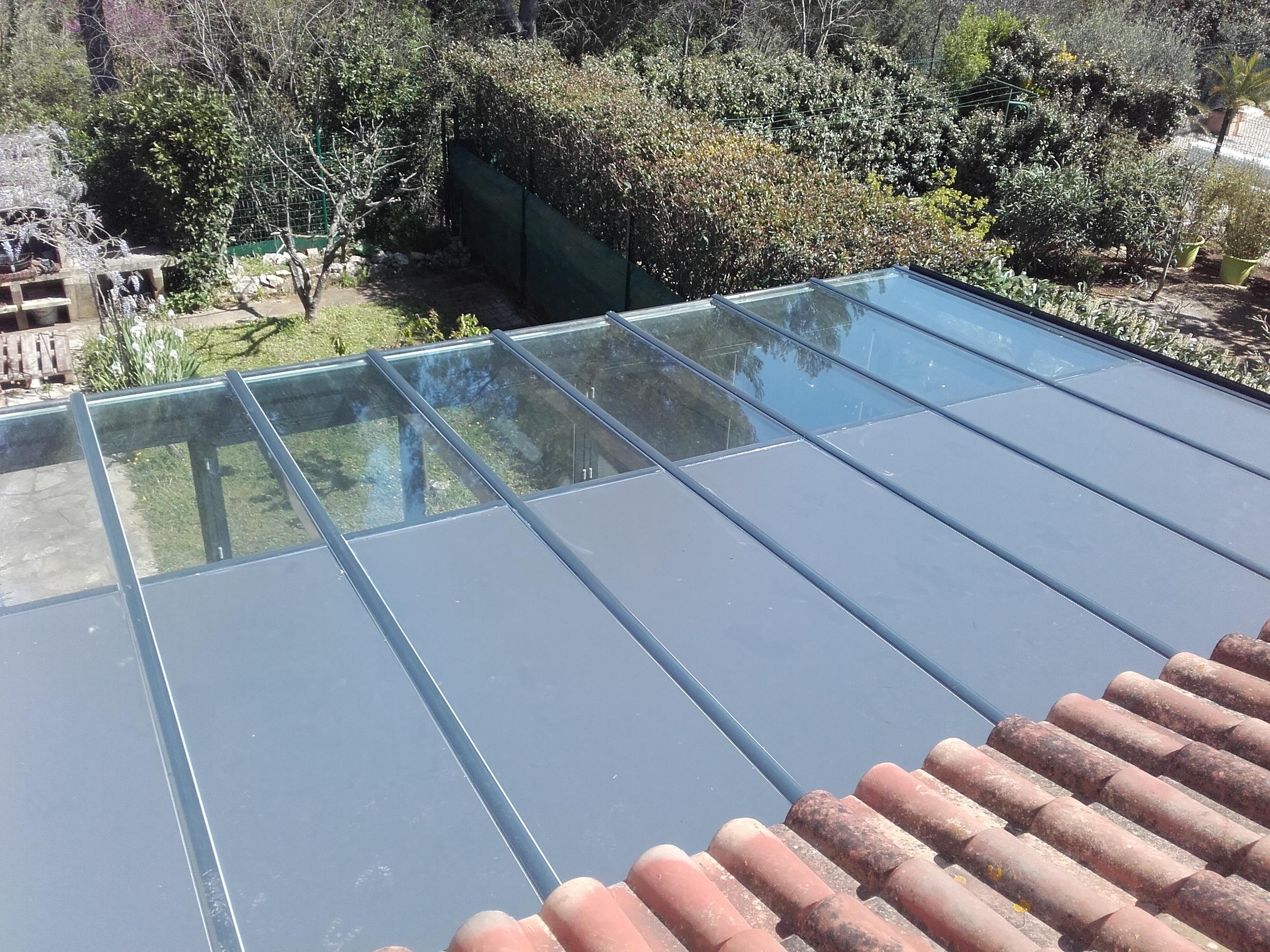 Véranda toiture mixte, moitié verre moitié pleine