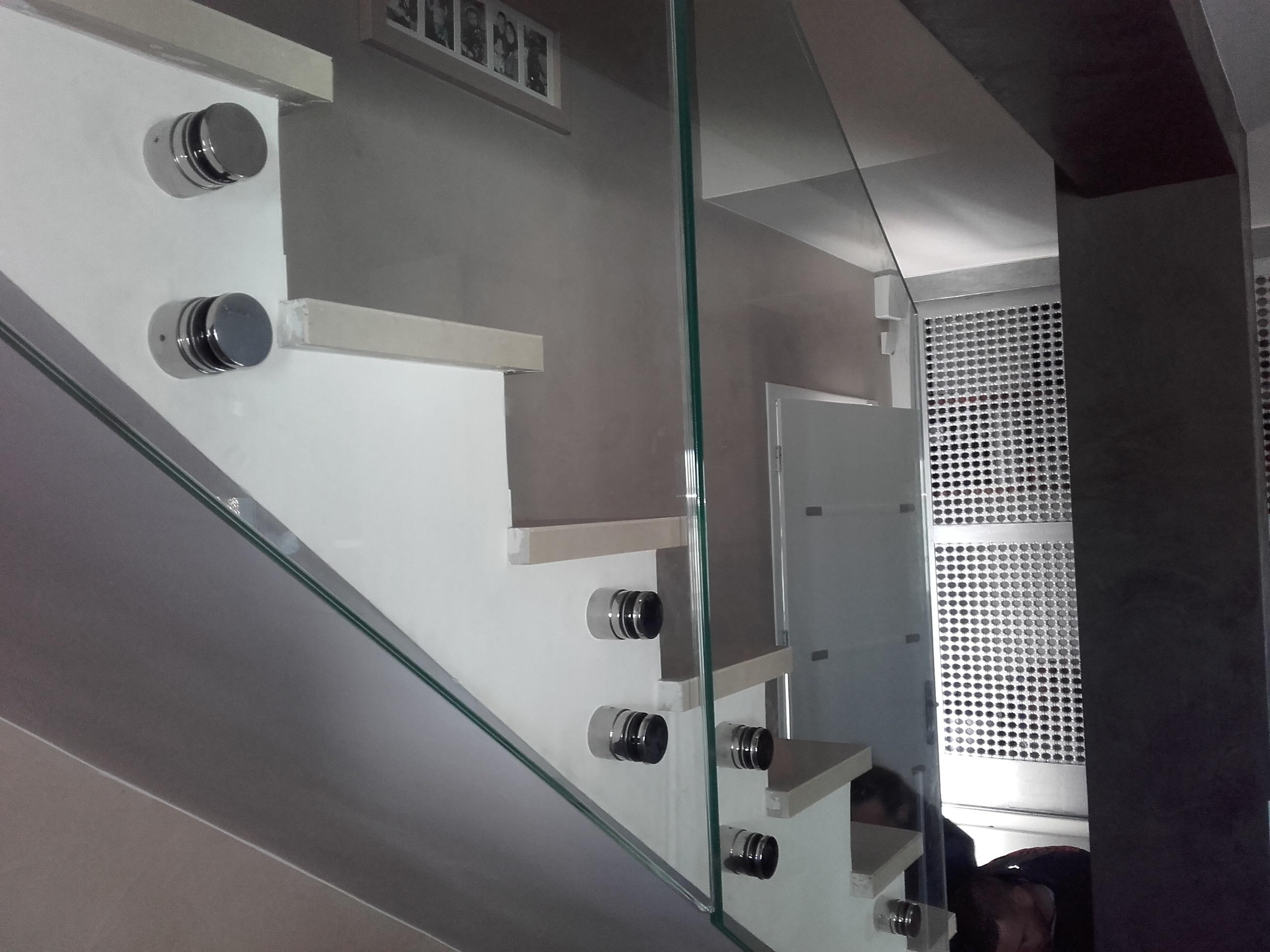 garde corps en verre avec fixation par points miroiterie singuli re. Black Bedroom Furniture Sets. Home Design Ideas